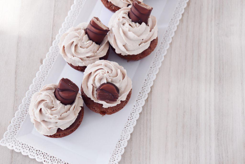 cupcakes aux kinder bueno léa patisseries inspirées