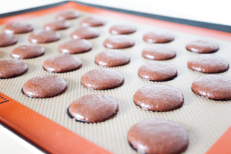 macarons kinder ustensiles de pâtisserie léa patisseries inspirées