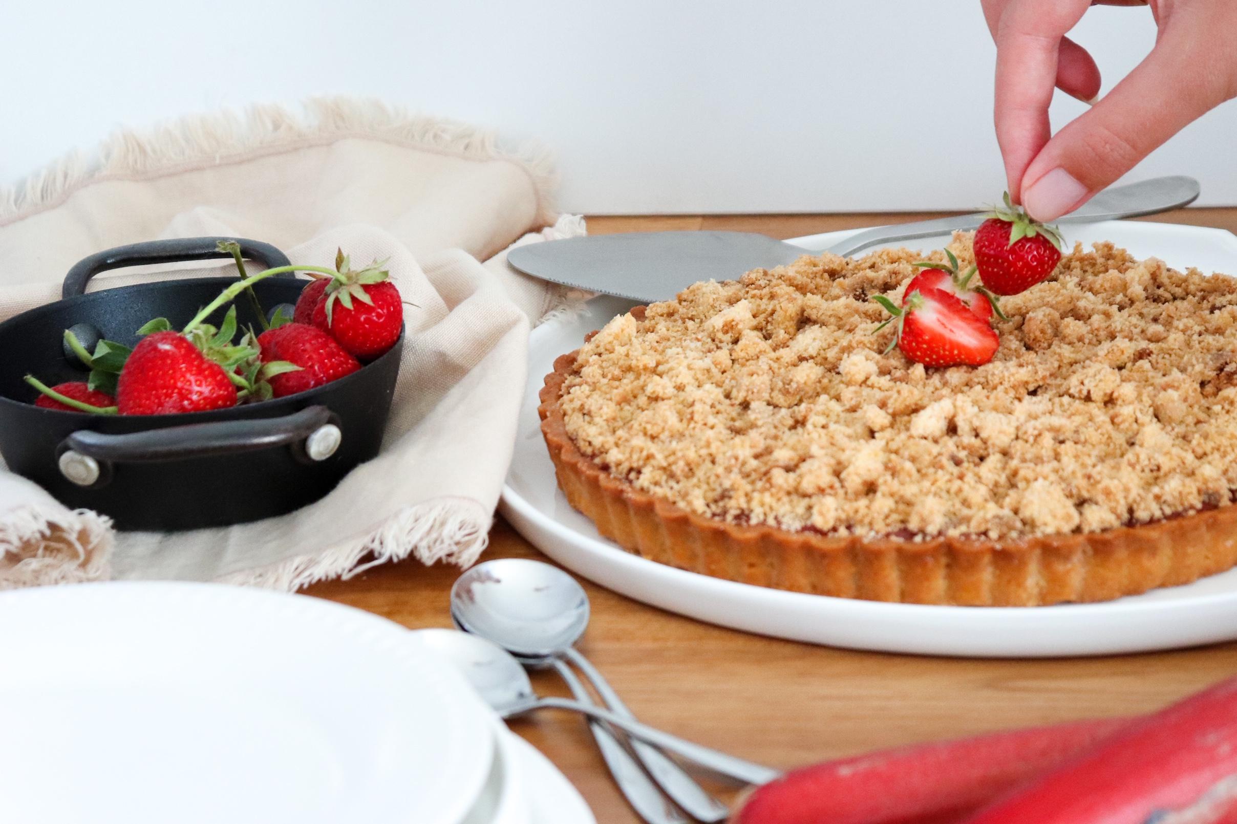 tarte aux fraises rhubarbe façon crumble recette patisserie léa patisseries inspirées