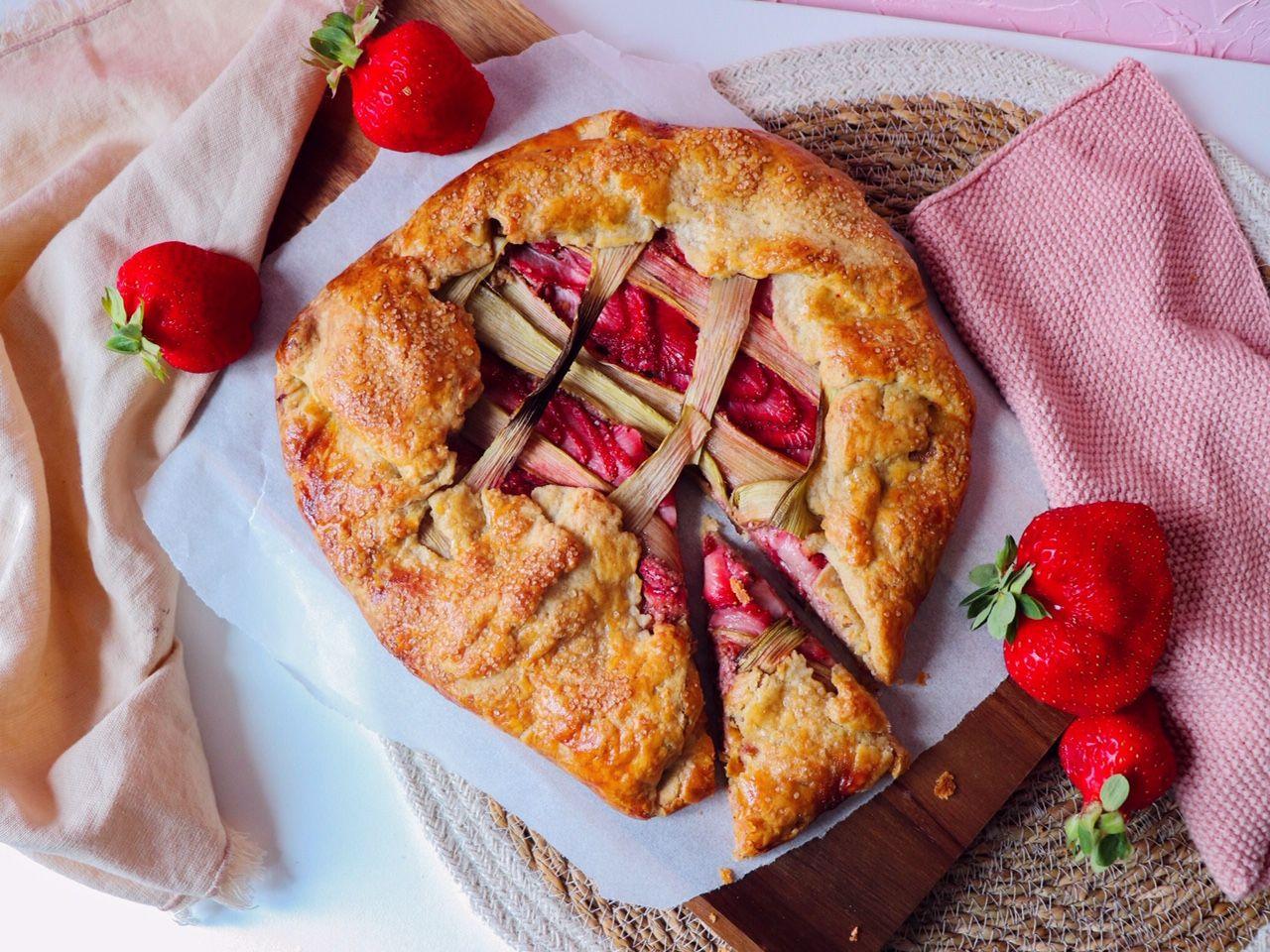 tarte rustique fraises rhubarbe recette patisserie léa patisseries inspirées